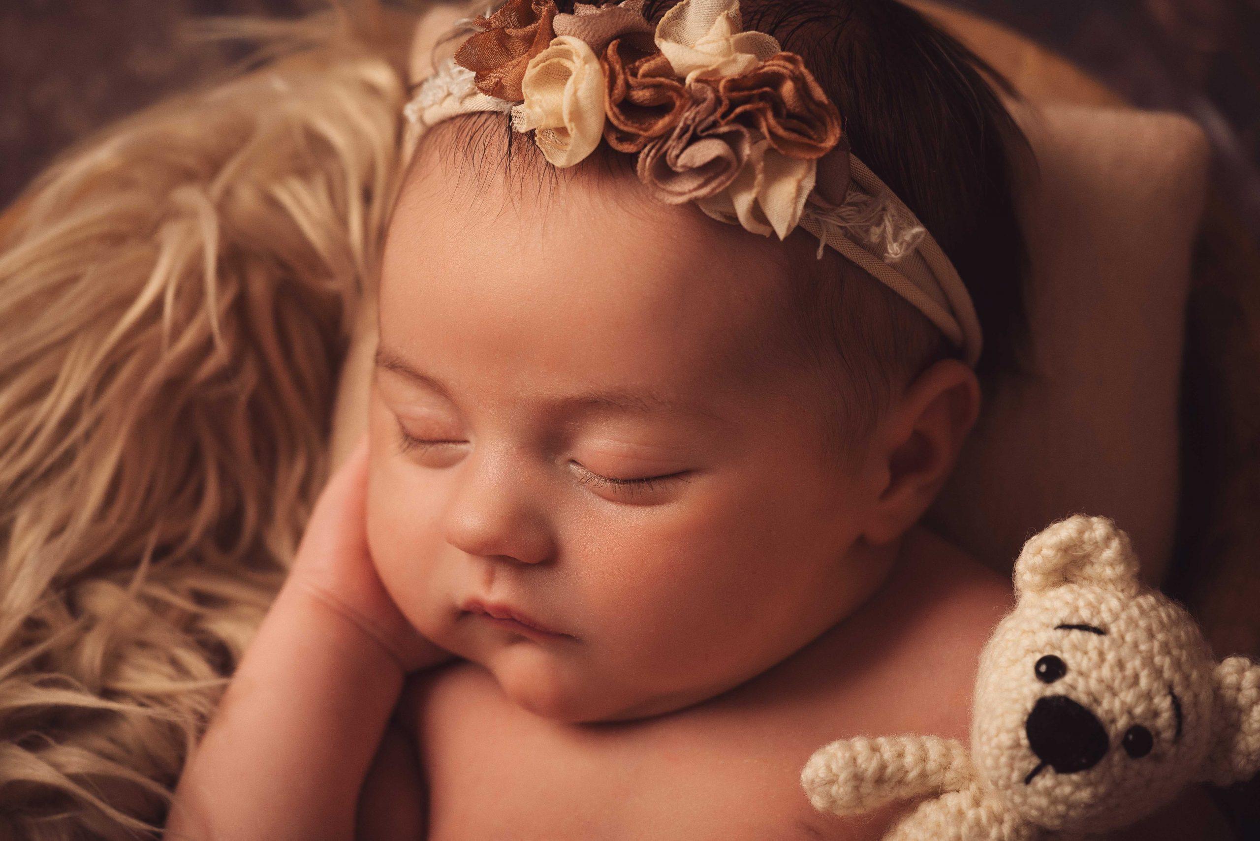 Amara | 18 Tage | Babyfotos & Familienfotografie im Fotostudio Koblenz